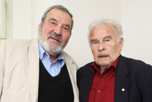 František Novotný s Luďkem Munzarem čekají na svůj čas na Dni otevřených dveří s Českým rozhlasem