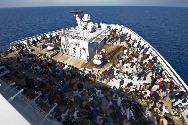 Evropa se ale nesmí vzdávat svých základních hodnot a úvahy o tom, že se mají uprchlíci v moři nechat, ať se klidně utopí, je třeba zcela zásadně odmítnout