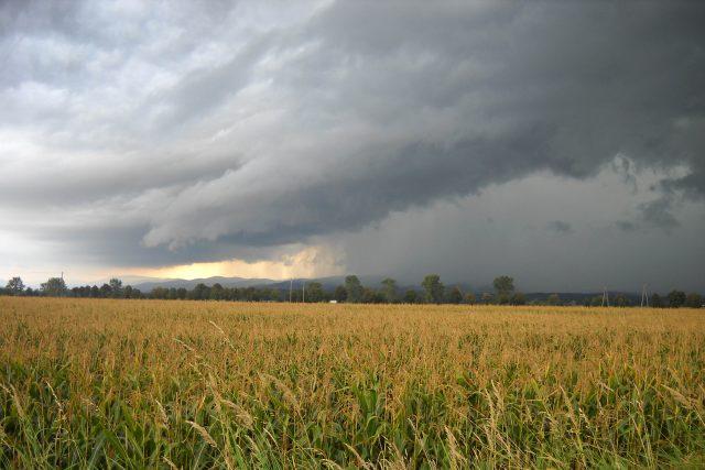 déšť - bouřka