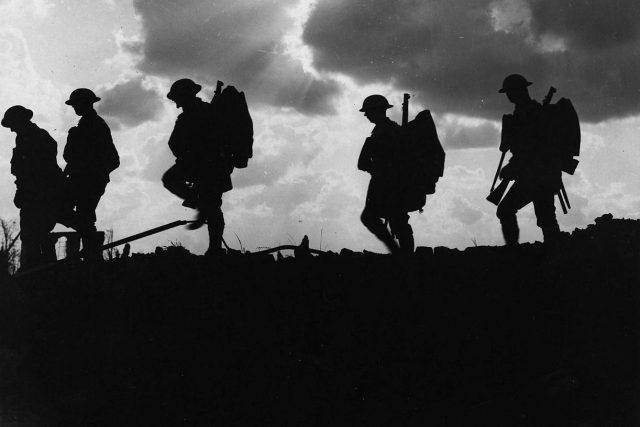 Přesun vojáků,  první světová válka | foto: Ernest Brooks,  zdroj: National Library of Scotland