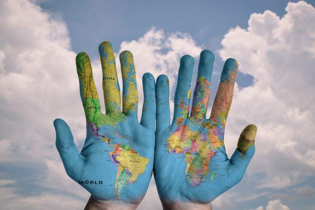 celý svět na dlani, cestování, země, ruce