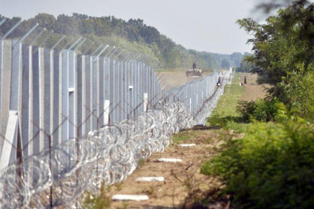 Francouzský ministr zahraničí Laurent Fabius označil maďarský plot na hranicích se Srbskem za popření evropských hodnot