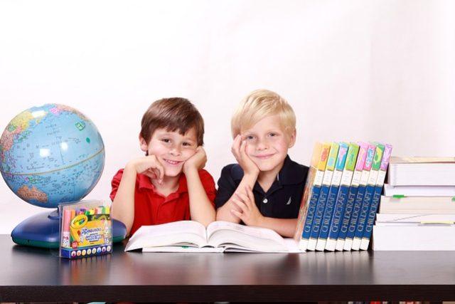Kluci, chlapci, škola, studium, globus