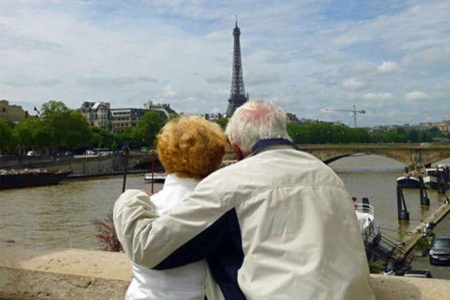 Paříž je městem pro zamilované v každém věku