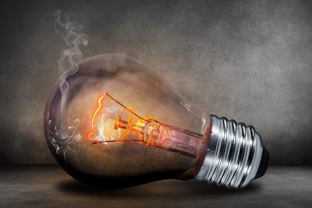 Kdo mění prasklou žárovku? Nájemník nebo pronajímatel? | foto: CC0 Public domain,  Fotobanka Pixabay