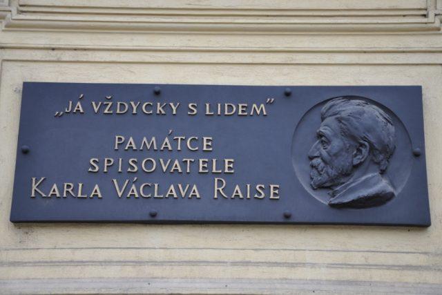 Pamětní deska Karla Václava Raise v Praze,  Na budově školy čp. 920 v Šumavské ulici 37  (nároží se Slezskou ulicí)   foto: Ben Skála,   CC-BY-SA-2.5, 2.0, 1.0