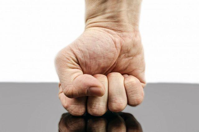 spor, konflikt, zlost, dlaň, napětí
