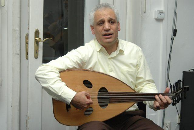 Marwan Alsolaiman s arabskou loutnou   foto: Jana Šustová,  Český rozhlas