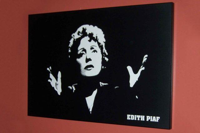 Edith Piaf  (19. 12. 1915 až 11. 10. 1963)   foto: zdroj: Flickr.com,   CC BY-NC 2.0,  Ted Swedenburg