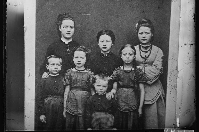 Rodinná fotografie,  rok 1860 až 1900 | foto: Ole Tobias Olsen
