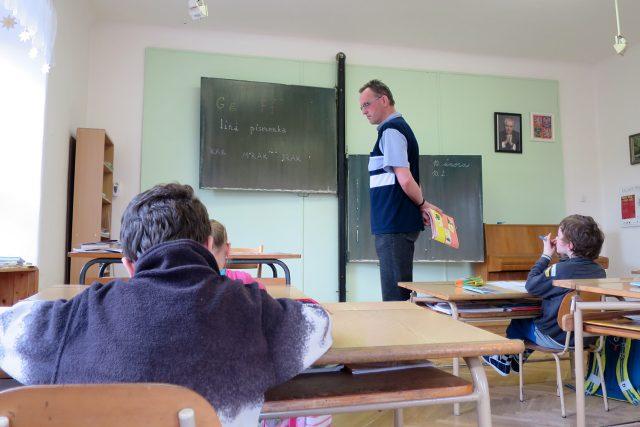 Ředitelem školy a zároveň jediným učitelem je Mgr. Jan Hruban