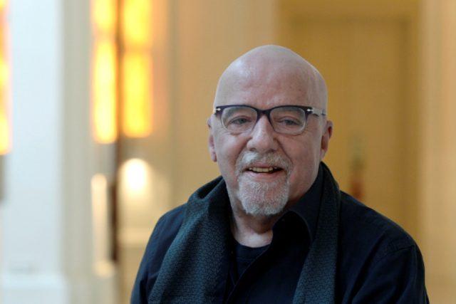 Brazilský spisovatel Paulo Coelho poprvé navštívil Prahu v roce 1982. Tentokrát do města přijet slavit   foto: ČTK