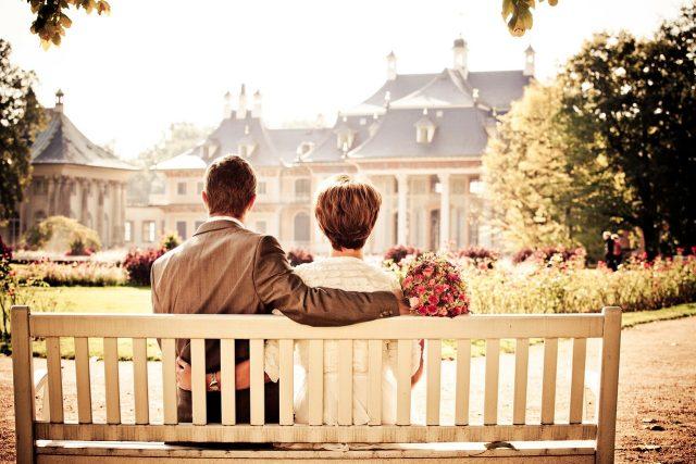manželství, láska, pár, manželé, lidé v parku, lavička