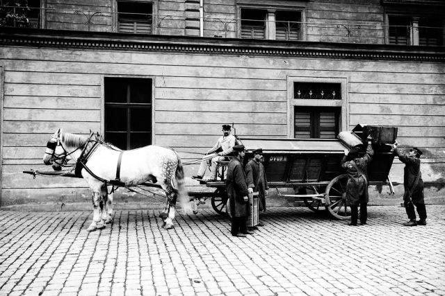 Popeláři v Praze, jak je zvěčnil Jan Kříženecký mezi lety 1902 - 1915