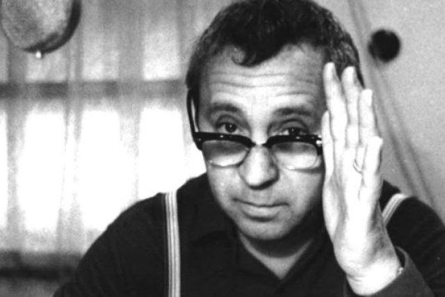 Miroslav Horníček v rozhlasovém studiu (60. léta)