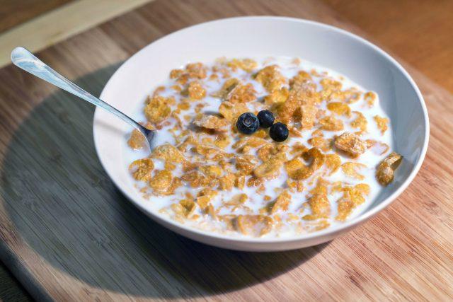 Cereálie, müsli, snídaně, zdravá výživa