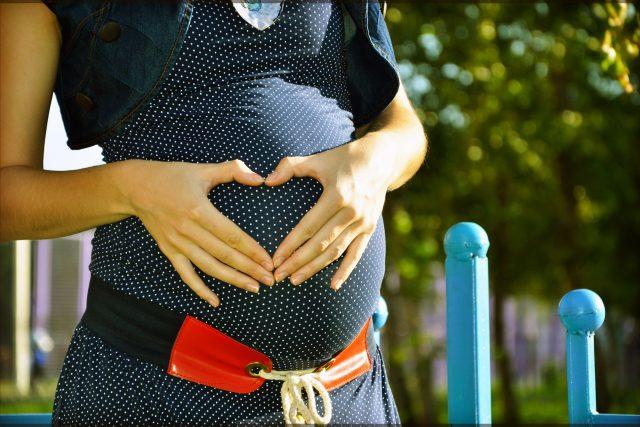 Těhotenství, těhotná žena, porod, láska