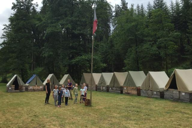 Na táboře uprostřed lesů u Žumberku jsou děvčata od pěti do třinácti let