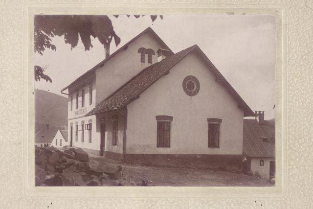 Škola na Hukvaldech před rokem 1908 | foto: Oddělení dějin hudby Moravského zemského muzea