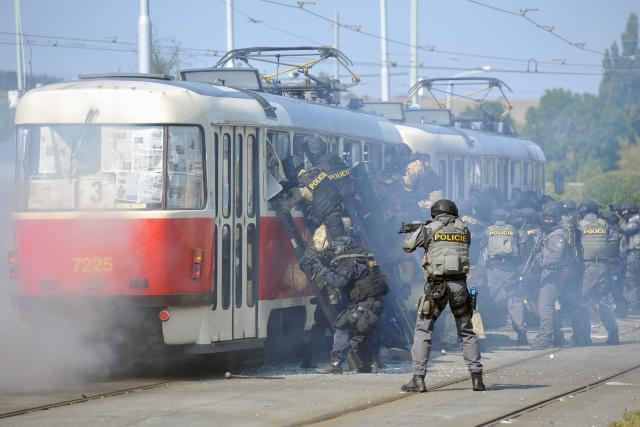 cvičení zásahových jednotek a Útvaru rychlého nasazení, Praha Braník