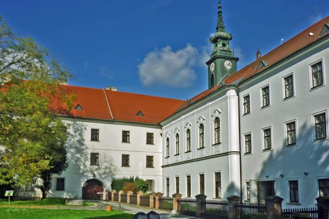 Klášter na Starém Brně se stal novým domovem dvanáctiletého Leoše Janáčka | foto: SchiDD Wikimedia Commons