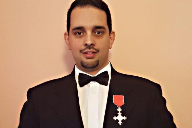 Petr Torák s Řádem britského impéria | foto: Wikimedia Commons,   CC BY-SA 4.0,  Natalie Vinova