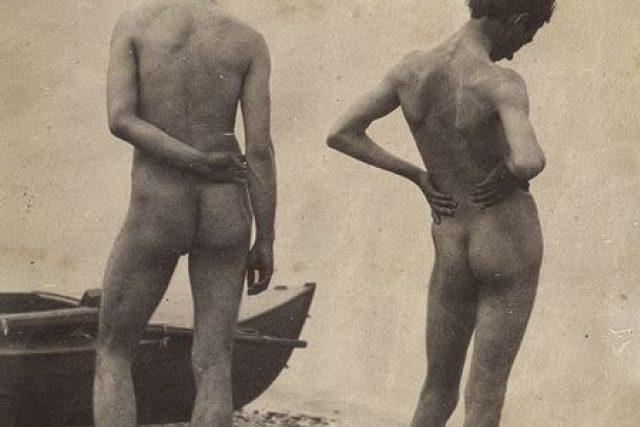 Thomas Eakins a John Laurie Wallace na pláži (cca 1883)