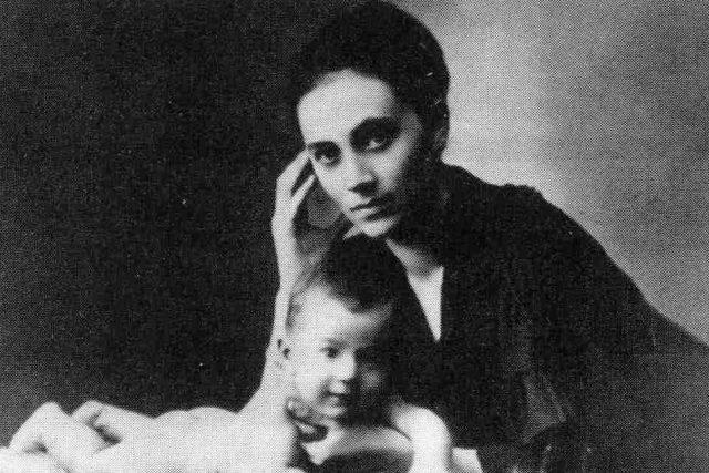 Kamila Stösslová se synem Ottou (1917)