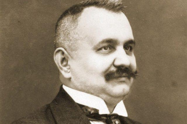 Vrchní rada Josef Vaňásek (1877–1938), předobraz rady Vacátka