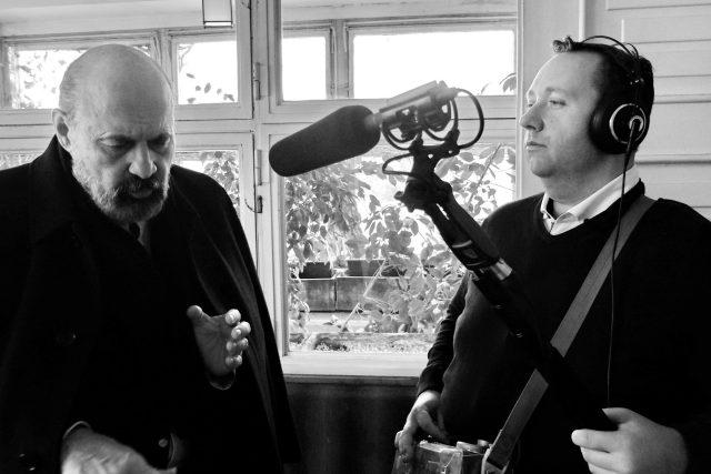 Tomáš Halík a Tomáš Černý ve vile Karla Čapka natáčejí pořad Na návštěvě u Karla Čapka