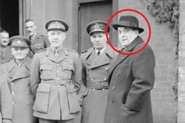 Členové české exilové vlády na návštěvě v Irsku (zleva): brigádní generál Edmund Hill, generál Jan Sergej Ingr, generál Harold Edmund Franklyn, maršál Karel Janoušek a Jan Masaryk