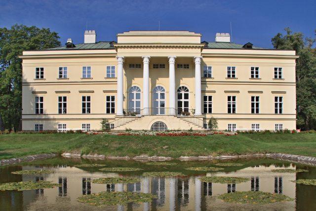 Na zrekonstruovaném Novém zámku v Kostelci nad Orlicí se dnes pořádají výstavy a koncerty   foto: Wikimedia Commons,   CC BY-SA 3.0,  John Hromades
