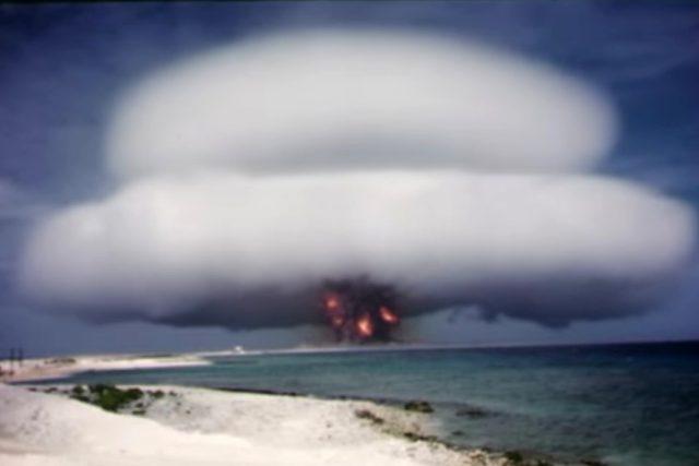 Spojené státy zveřejnily desítky videí ze zkoušek jaderných bomb