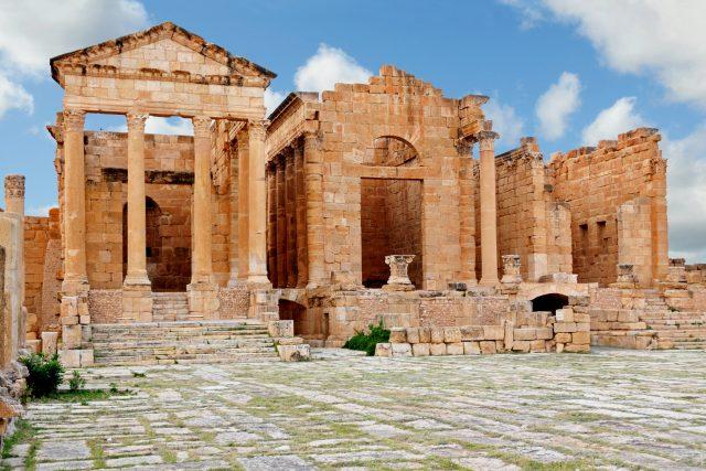 V Tunisku se střídalo několik civilizací. Na snímku ruiny římského města Sbeitla v Tunisku   foto: flickr.com   ,  Dennis Jarvis,   CC BY-SA 2.0