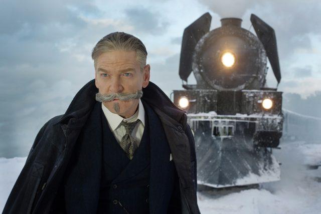 Kenneth Branagh jako Hercule Poirot ve vlastní filmové adaptaci Vraždy v Orient expresu Agathy Christie