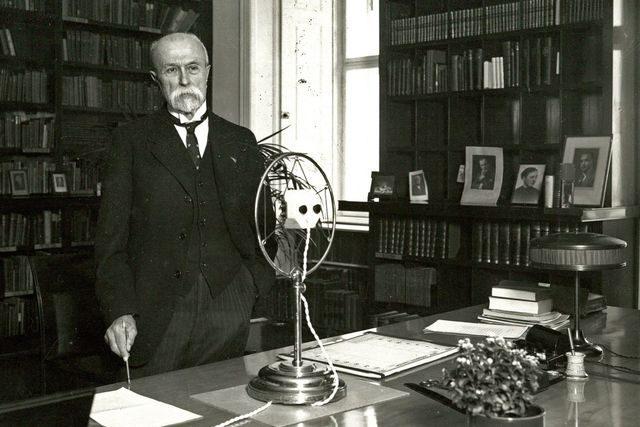 Prezident Masaryk ve své pracovně 1932