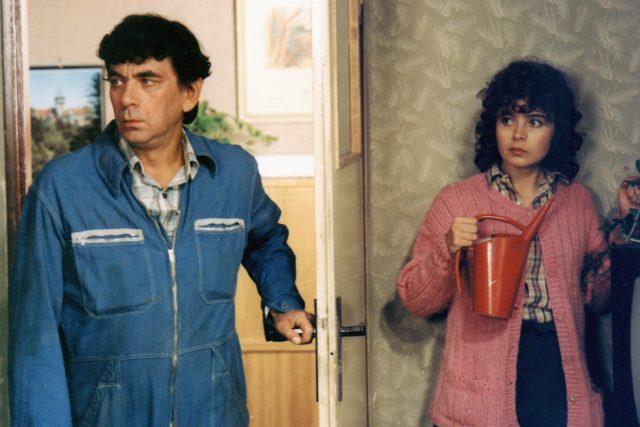 Žárlivec Pepa a jeho záletná manželka v legendární Menzelově komedii Vesničko má, středisková