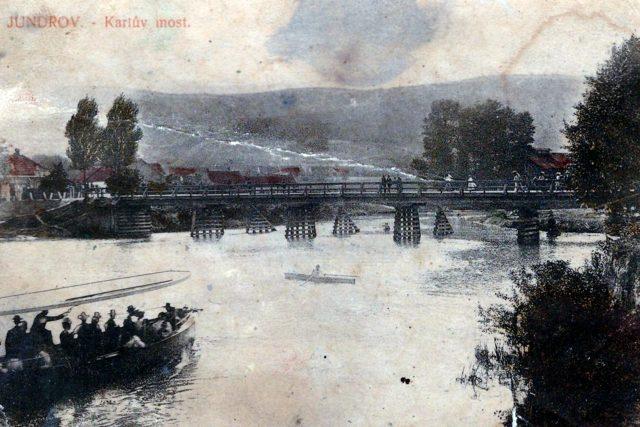 Dobová pohlednice mostu v Jundrově, který se stal Raplovi osudným