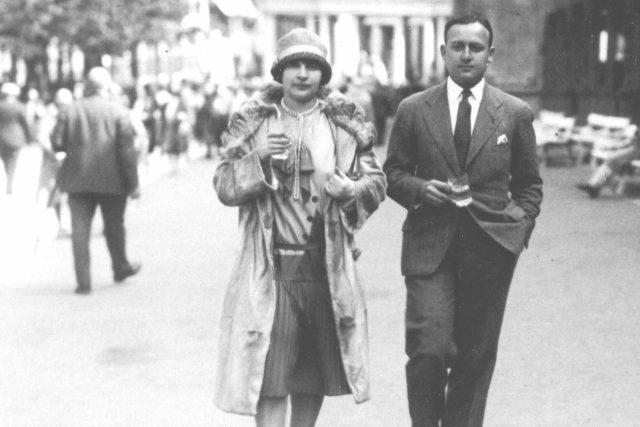 Marianne Golz se svým manželem Hansem v Mariánských Lázních. Nedatovaný snímek z archivu Ronnieho Golze