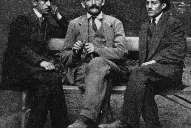 Nedeljko Čabrinović,  Trifko Grabež a Gavrilo Princip,  členové radikální revoluční organizace Mladá Bosna | foto:  autor neznámý 2,  Public domain,  Wikimedia Commons