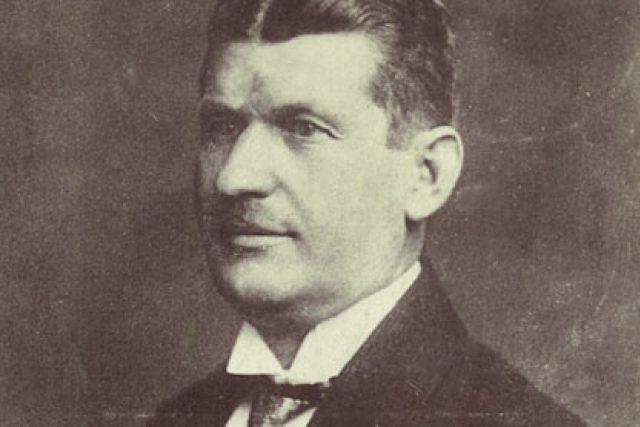 Tomáš Baťa na pohlednici z roku 1920 | foto: Baťa shoe company,   CC BY-SA 3.0,  Wikimedia Commons