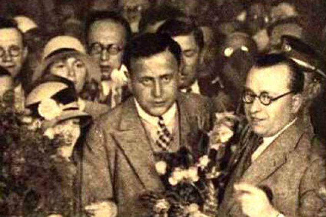 František Běhounek v roce 1928 při uvítání na Hlavním nádraží v Praze, po návratu z polární výpravy