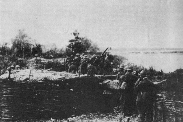 Českoslovenští vojáci v zákopech na Piavě
