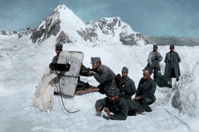 Rakouští vojáci  (1917) | foto: flickr.com   ,   CC BY 2.0,   Cassowary Colorizations