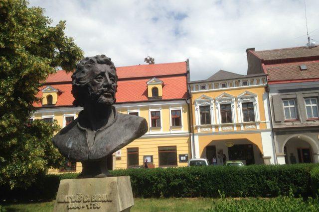 Busta Matyáše Bernarda Brauna v Jaroměři