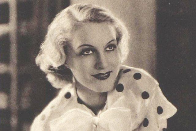 Dvorní manekýnou módního salónu byla herečka Adina Mandlová