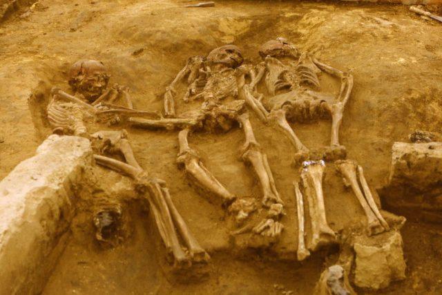 Dolní Věstonice - trojhrob nalezený při výzkumu v roce 1986