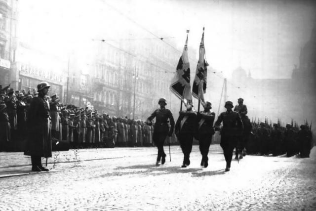Němečtí vojáci na Václavském náměstí v Praze v březnu 1939