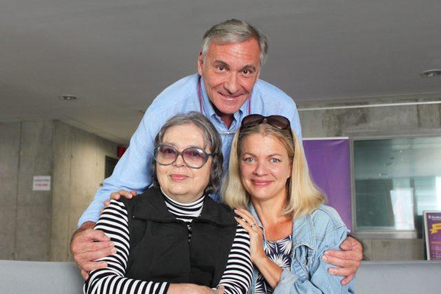 Emma a Barbora Srncovy s moderátorem Janem Čenským   foto: Elena Horálková,  Český rozhlas