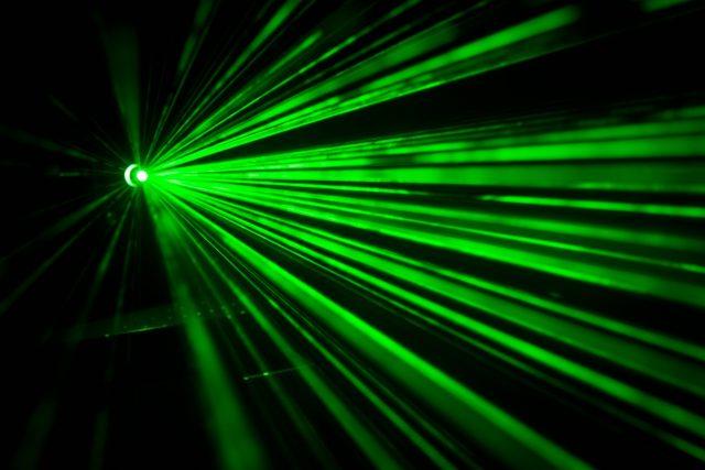 Laserový paprsek může posloužit i jako součást hudebního nástroje